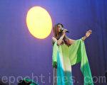 圖:許景淳演唱「天頂的月娘啊」。(攝影:楊少玉/大紀元)