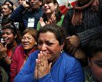 2010年10月13日,智利矿工的亲属们正在等待他们的亲人获救(AFP)