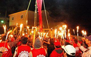清境社区居民高举火把,传达祈福、感恩的心意,并象征部落团结齐心。(清境社区发展协会提供)