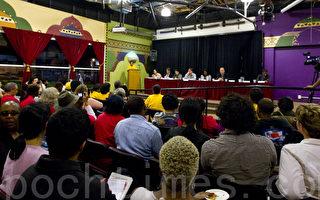 10月13日晚上7點,屋崙市一些民間團體主辦了一個屋崙市長候選人的答辯會,就屋崙市現在存在的問題和解決方案與各候選人進行討論。(攝影﹕馬有志/大紀元)