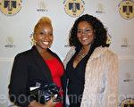 """音乐出版商Sharetta  Harringtol及纽约柏克莱学院学生发展部门主管Ashante Awe(右)观看了于10月16日在纽约举行的新唐人""""全球汉服回归设计大奖赛""""。(摄影:戴宜葳/大纪元)"""