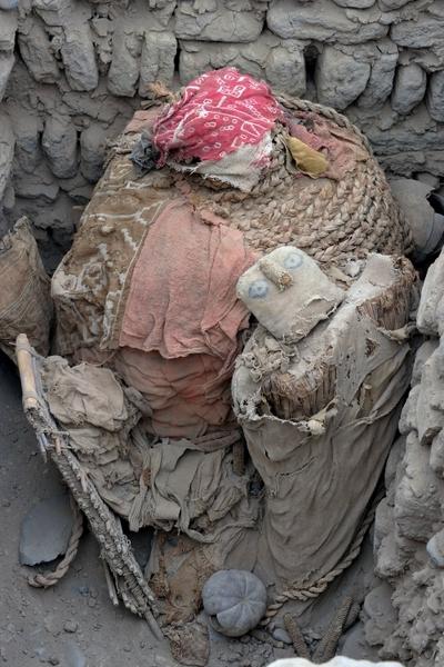 组图:秘鲁1600年前木乃伊出土