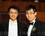 """新唐人""""全世界华人小提琴大赛""""即将于月底在纽约举行,节庆管弦乐团艺术总监彭施皿(左)与音乐总监李承谦(右)赞扬大赛弘扬古典音乐,并期望参赛者能从比赛中领悟人生。(摄影:文瀚林/大纪元)"""