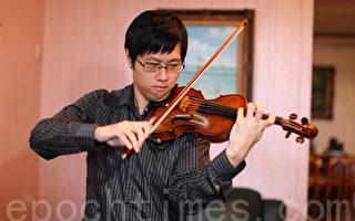 """香港年青小提琴家郑裕称赞新唐人""""全世界华人小提琴大赛""""为华人音乐家提供经验分享和交流平台,意义重大。(摄影:潘在殊/大纪元)"""
