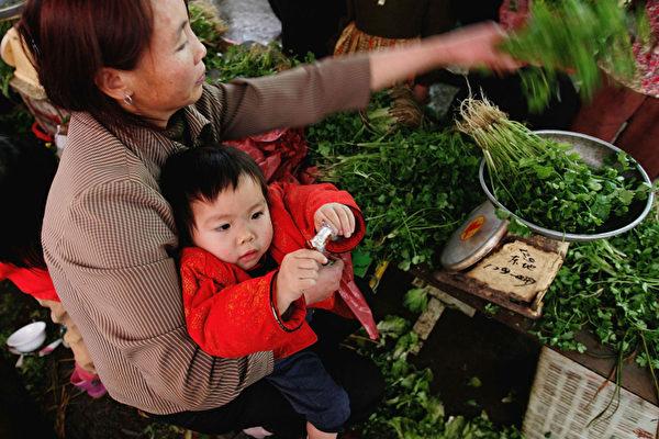 中國百物齊漲 80後房奴孩奴變「菜奴」
