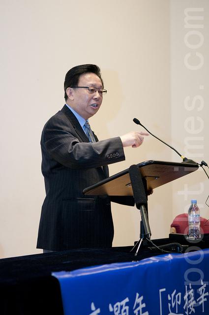 辛灏年先生在演讲(摄影:小龙/大纪元)