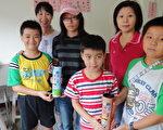 新台灣之子募款做公益不落於人。(左一陳明欣、左二陳佳譽、戴帽者為黃歆容)(攝影:蘇泰安/大紀元)