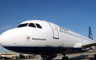 美国廉价的航空公司并不总是提供最便宜的机票,竞争的往往是他们服务的声誉,而不是价格。图为捷蓝航空飞机。(Stephen Chernin/Getty Images)