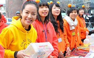 """韩星韩智敏参加为第三世界儿童筹款的""""小印度茶馆""""活动。(摄影:李裕贞/大纪元)"""