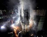 上海这把火,直接暴露出上海大部分高楼没相应的安全保障,起码在消防设施上严重滞后。(法新社)