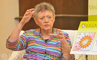 巴尔‧西诺西提醒说,爱滋病对人类的威胁并未解除,所以不能掉以轻心。而在对抗爱滋病方面,她相信民众教育很重要。(摄影:邝天明 / 大纪元)