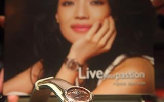 圖為一款康斯登女錶,形象大使是亞太地區著名影星舒淇。(攝影:杜國輝∕大紀元)