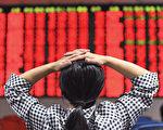 中共政府打击股市黑幕的行动就没停止过,但中国股市的黑幕依然故我。(AFP)