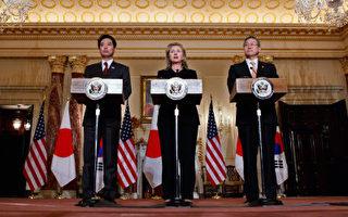 日本外相前原誠司(左)、美國國務卿希拉里(中)及韓國外長金星煥(右)日前在美國華府舉行三方會談。(Staff: Chip Somodevilla / 2010 Getty Images)