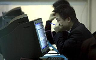 有关中共网信办主任鲁去职原因,有消息说,或因其负面消息太多。图为北京一家网吧。(PETER PARKS/AFP/Getty Images)
