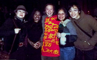 Chaw Ei Thein(左2)、黄翔(中)和观众。(作者提供)