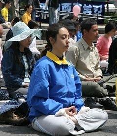 戴宜葳修煉法輪功八個月後,參加二零零八年五月十一日紐約聯合廣場舉行的「世界法輪大法日」慶祝活動(攝影: 明慧記者)
