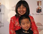 陈彬睿和妈妈沈竹应邀参加2010年2月的ANNIE 奖颁奖仪式。(沈竹提供,摄影Yan Gan)