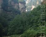 古代一位高人以班主身份带领一班才艺高强的徒弟们云游四海。(摄影:戴兵 / 大纪元)