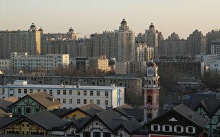 楼市淡季成交量大涨,京、沪、穗不敢撤限购令。图为2010年12月10日,北京市中心的高层公寓楼价格依然上升。(AFP)