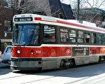 图:周一出台的多伦多预算案,第一个引起公众注意的就是,多伦多公车局(TTC)将再次涨价。(摄影:孙大力/大纪元)
