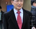 韓國聖寶電子公司總裁李善宰震撼於神韻精緻的演出。(攝影: 李裕貞 /大紀元)