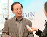 韓國最熱門的作家之一、韓首位暢銷百萬作家、前國會議員金洪信( Kim Hong Sin)讚歎神韻演出「雄渾莊嚴、如夢如幻」。(攝影:金國煥/大紀元)