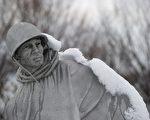 2011年1月27日,大雪覆盖了位于华盛顿的韩战纪念碑。尽管历史过去了60年,但韩战真相依然在大陆被隐瞒。(Staff: SAUL LOEB / 2011 AFP)