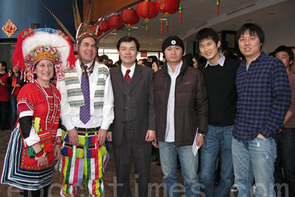 (左起)莫絲、院長麥吉德、黃正傑主任、會長鍾浩偉、下屆會長樊長鑫和副會長林志穎。(攝影:馮文鸞/大紀元)