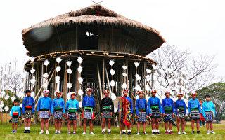 台东史前卑南文化公园大草原上的卑南族传统少年会所12日正式落成启用。(摄影:龙芳/大纪元)