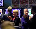 """""""欧洲核子研究组织""""的科学家为高能量质子对撞的最新记录欢呼。(AFP)"""