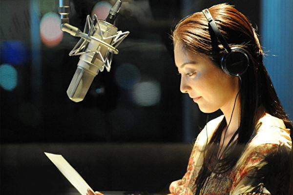 常盘贵子在日片《听不到的声音》中担任广播节目DJ(图/纬来电影台提供)