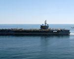 """美国最新核动力航母""""罗纳德•里根""""号16日参加美韩联合演习。图片显示罗纳德•里根号航空母舰(CVN76)在太平洋执行任务。(AFP)"""