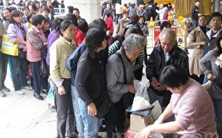 排队买盐的人龙(摄影:梁路思 大纪元)