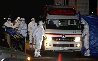 2011年3月24日,福岛核电厂员工遭辐射污染已送医治疗。(STR/AFP/Getty Images)