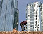 中央調控期限到,九成城市未公佈今年房價調控目標。圖為上海一處建房工地(AFP)