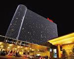 美国新泽西州大西洋城著名的美高梅集团赌场因涉嫌与澳门赌王何鸿燊有关的亚洲犯罪集团有关联,2009年新泽西赌业执法局正式要求重新审核美高梅集团拥有50%股份的博盖塔酒店赌场的经营执照。(Getty Image)