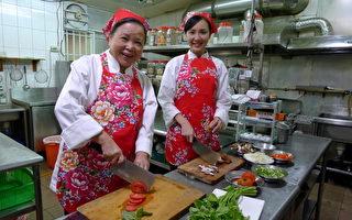 「越南林志玲」海倫清桃(右)在台灣所拍攝的第一部連續劇《戀戀木瓜香》,左為梅芳阿姨(圖/星皓娛樂提供)