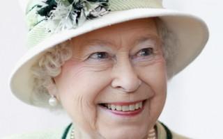 许多赌博业者下注英国王室婚礼,女王伊丽莎白二世(Queen Elizabeth II)的帽子颜色和制作准王妃蜜月帽子的设计师。图为2011年2月2日,英国女王伊丽莎白二世访问加州。(图片来源:Chris Jackson /Getty Images)