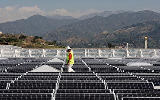 加州格伦多拉市(Glendor)一家Sam%%$s Club超级店的太阳能屋顶。(Photo by David McNew/Getty Images)
