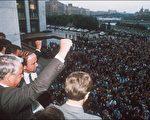 """1991年8月19日,叶利钦号召军队和市民抵制""""8‧19""""政变。(法新社)"""