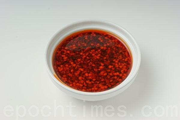 辣椒油拌麵、拌菜都很有味道(攝影:江柏逸/大紀元)