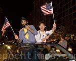 民众白宫前欢庆本‧拉登被美军击毙(摄影:李莎/ 大纪元)