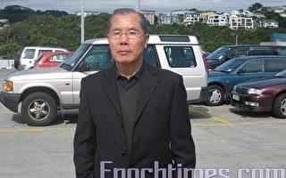 2009年10月22日早上8点12分,贾甲被中共公安拘捕在北京国际机场的边防检察站。图为贾甲在纽西兰临上飞机前的留影。(大纪元图片)