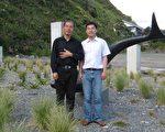 贾甲与贾阔摄于新西兰。(贾阔提供)