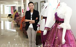 韩服模特李贤贞的韩服店设计的韩服。(摄影:全宇/大纪元)