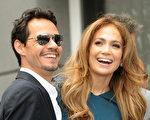 詹妮弗·洛佩兹(Jennifer Lopez)夫妇参加好友西蒙·弗勒(Simon Fuller)留名好莱坞星光大道的庆祝仪式。(图/Getty Images)