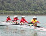女子组4人单桨的比赛。(摄影:林萌骞/大纪元)