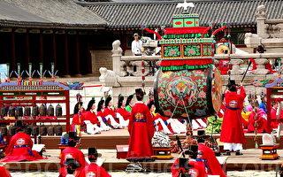 """朝鲜世宗大王时期创办的""""会礼宴"""",5月28日开始在韩国首尔景福宫勤政殿重现,这是近600年来首次露天向游客免费上演的传统宫廷艺术。(摄影:全宇/大纪元)"""
