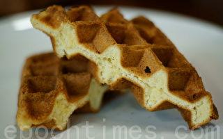 如果不知道如何製作鬆餅,可以利用Google圖說網站。(攝影:江柏逸/大紀元)